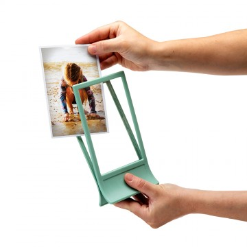 Clipic - Easy-Change Photo Frame